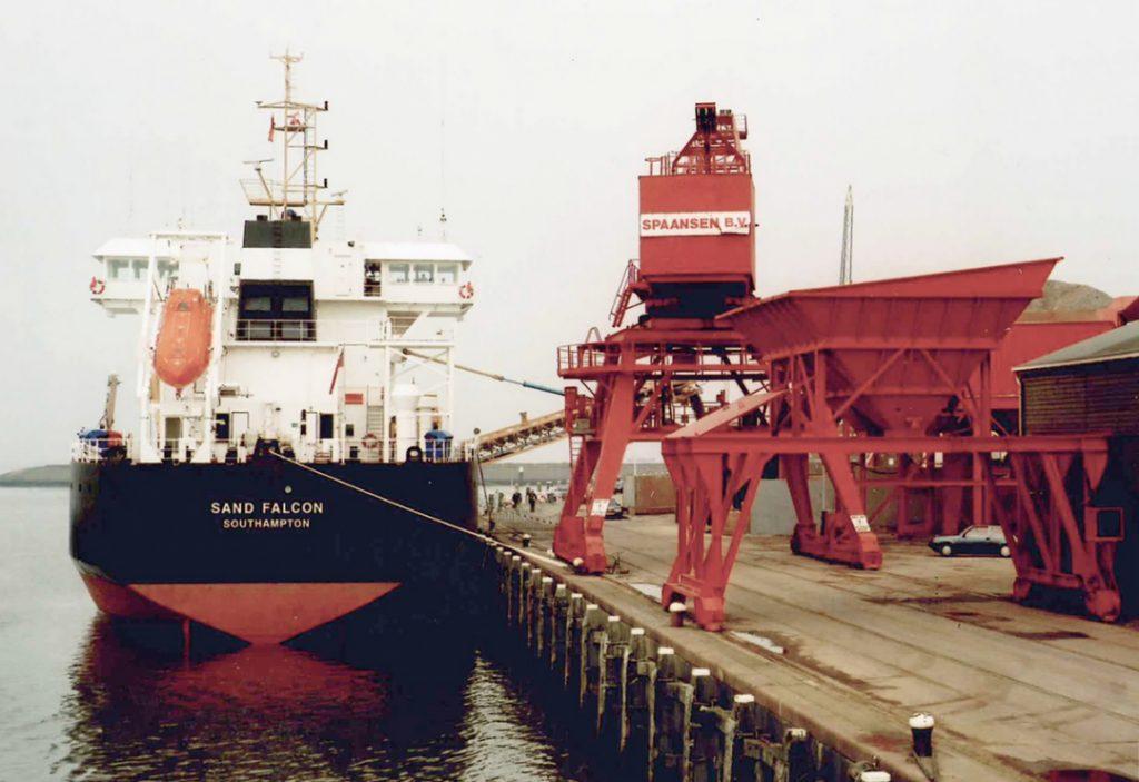 Zandoverslag op Willemshaven